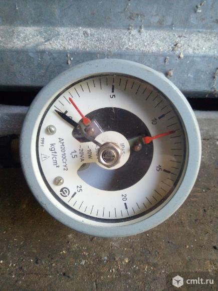Стрелочный регулятор давления воздуха. Фото 1.