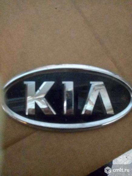 Kia Cee'd - 2014 г. в. эмблема. Фото 1.