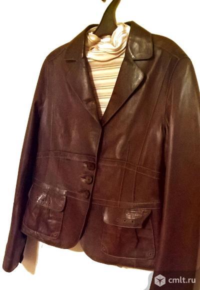 Стильный новый кожаный пиджак