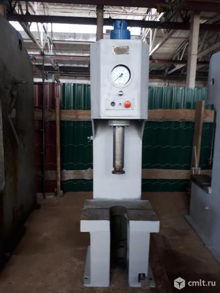 Пресс гидравлический П 6324, усилие 25 тн, размер стола 480*630 мм