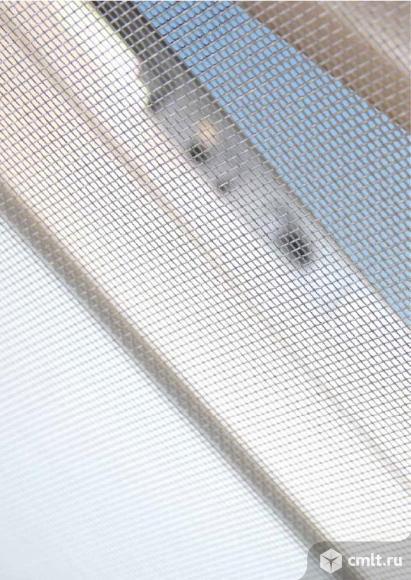 Москитная сетка для пластиковых и деревянных мансардных окон. Фото 1.