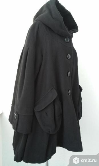 Оригинальное пальто с капюшоном на 46-50 р.. Фото 1.