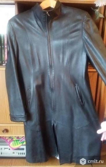 Женский кожаный плащ. Фото 1.