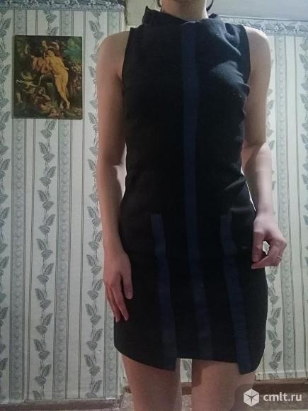Платье с синими вставками. Фото 2.