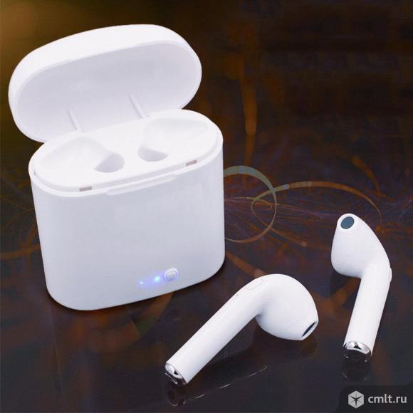 Bluetooth наушники i7s в самозаряжаемом боксе. Фото 1.