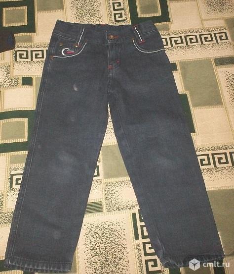 Брюки джинсовые  на мальчика 4 - 5 лет. Фото 1.