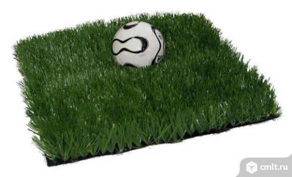 Искусственная трава – идеальное решение для спортивных школьных и детских площадок.. Фото 1.