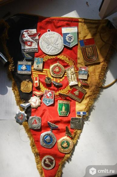 Советские значки. Фото 1.