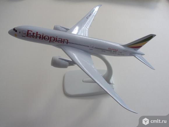 Модель самолёта Эфиопии Airlines Boeing 787. Фото 1.