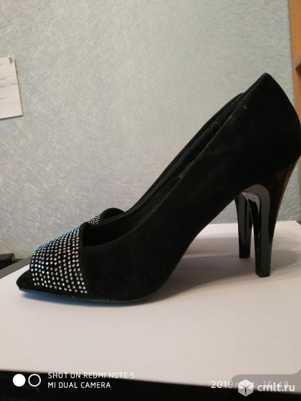 Продаю новые черные замшевые нарядные туфли. Фото 1.