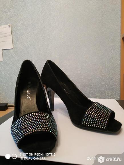 Продаю новые черные замшевые нарядные туфли. Фото 2.