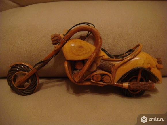 Модель мотоцикла ( дерево ). Фото 1.
