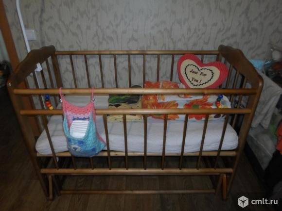 Кроватка - маятник и матрас. Фото 1.