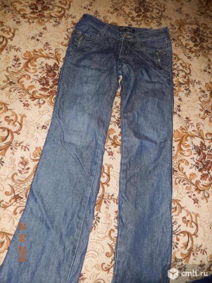 Продаются женские джинсы. Фото 1.
