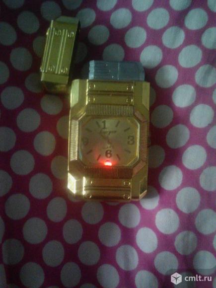 Зажигалка с часами и подсветкой. Фото 1.
