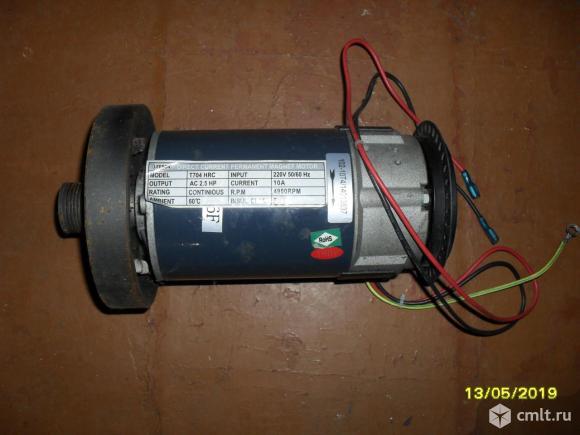 Электродвигатель для беговой дорожки. Фото 1.