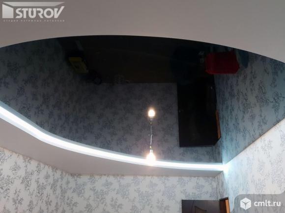 Цветные натяжные потолки с подсветкой второй уровень