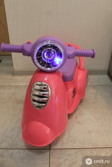 Каталка-мотоцикл музыкальная. Фото 1.