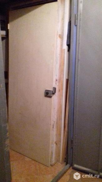 Дверь входная деревянная с коробкой. Фото 1.