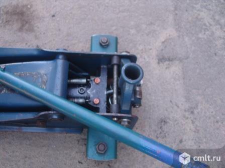 Домкрат подкатной для шиномонтажа. Фото 2.