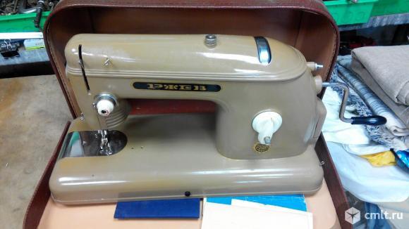 Швейная машинка Ржев 1962г.в.. Фото 1.