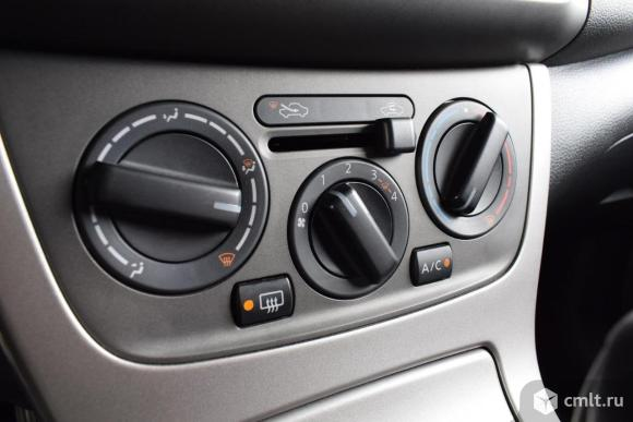 Nissan Tiida - 2015 г. в.. Фото 8.