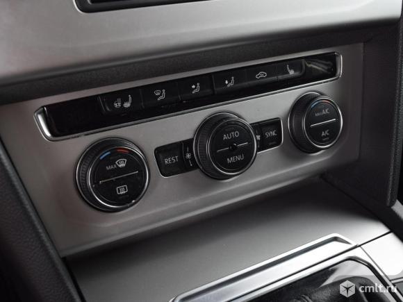 Volkswagen Passat - 2015 г. в.. Фото 8.