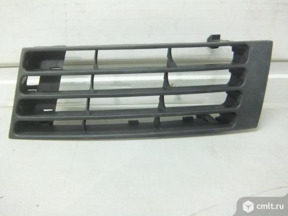 Решётка в бампер пер.лев. Audi A4 99-. Фото 1.