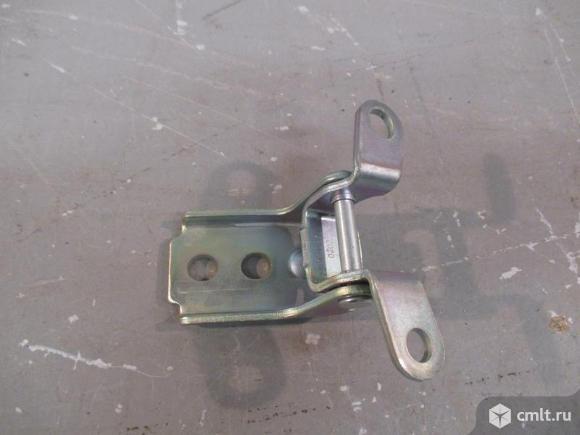 Петля двери передней верхняя правая CHEVROLET SPARK 11-. Фото 1.