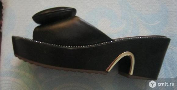 """Шлепки -фирма """"eie""""черного цвета ,размер-23,5 см. Фото 3."""