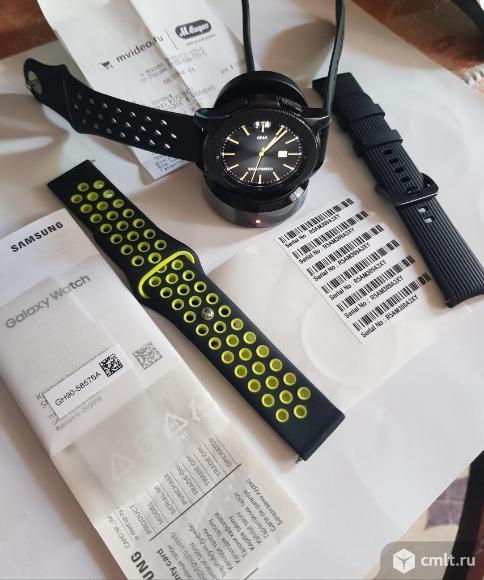 Умные часы Samsung Galaxy Watch, 42мм. Фото 1.