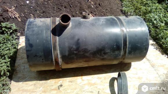 Для мерседес 1622 Топливный бак металлический 220л. Фото 1.