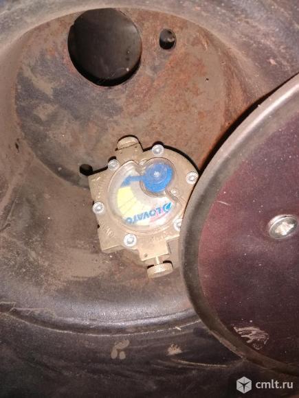 Газовый балон 42 литра   круглый вместо запаски. Фото 2.