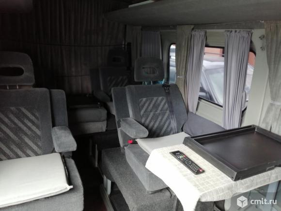 Микроавтобус на 8 посадочных мест повышенной комфортности. Фото 1.
