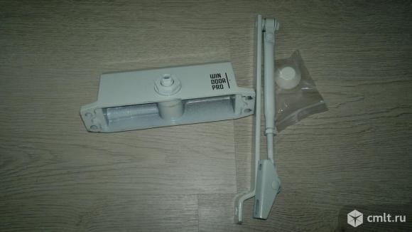 Дверной доводчик BASIC. Фото 1.