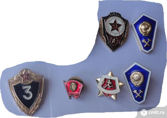 Знаки: Отличник Советской Армии, Классности 3-й степени, Воин - спортсмен 1-я ступень и другие.. Фото 1.