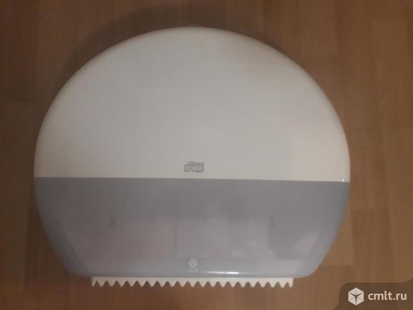 Диспенсеры Tork для туалетной бумаги в больших рулонах 2 шт. по 1800 руб.Диспенсеры Tork для жидкого мыла в одноразовых картриджах 3 шт. по 1500 руб.Б\У, в идеальном состоянии.