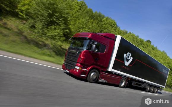 Водитель с личным грузовым автомобилем. Фото 1.
