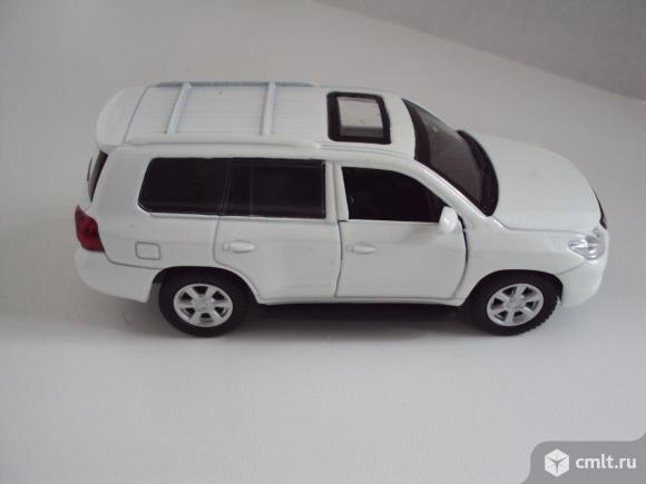 Автомобиль LEXUS LX 570 Технопарк. Фото 7.