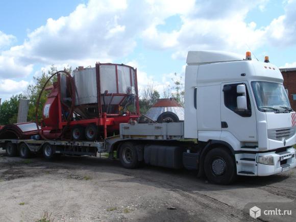 Трал низкорамный для перевозки негабаритных грузов. Фото 1.