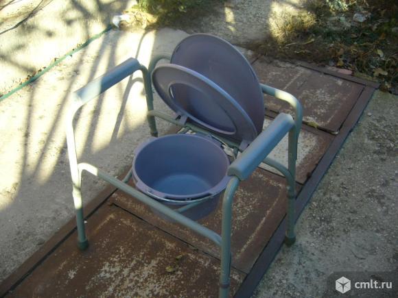 Кресло-туалет для инвалидов и пожилых. Фото 1.