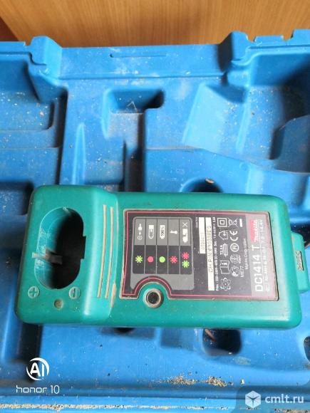 Продам зарядное устройство на шуруповерт makita. Фото 1.