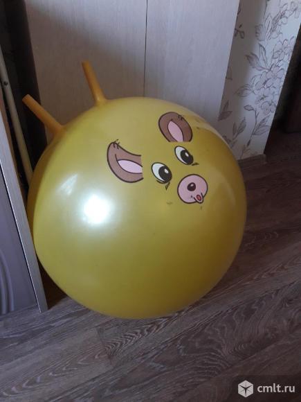 Детский мяч с рожками. Фото 1.