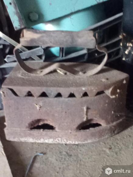 Утюг старинный на углях антикварный, хорошее состояние. Фото 1.