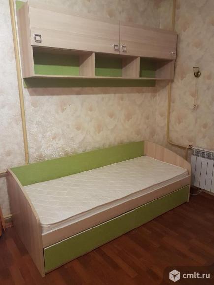 Детская кровать и навесной шкаф от гарнитура КИВИ. Фото 1.