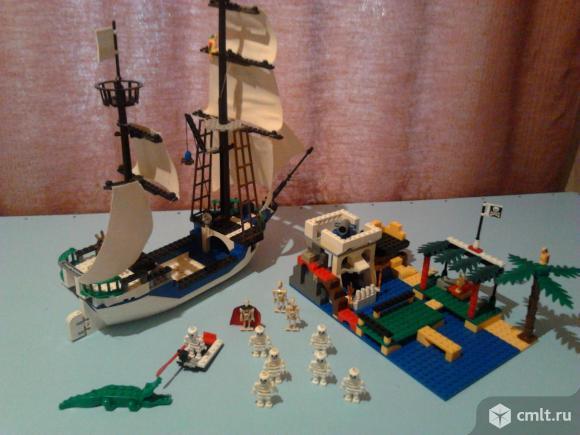 Конструктор-корабль и остров скелетов. Фото 1.
