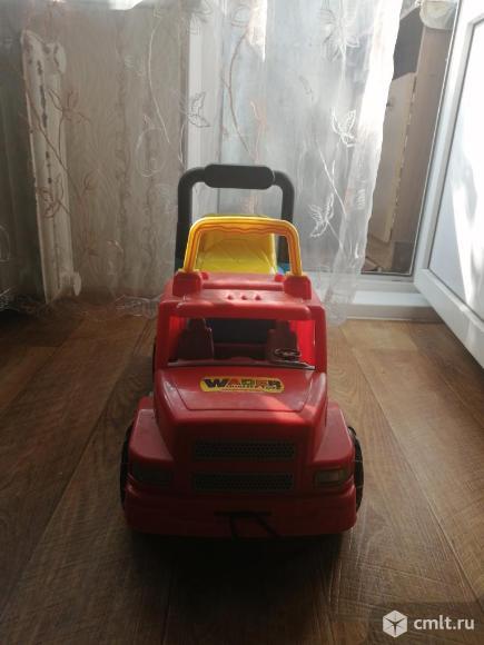 Машина- каталка. Фото 1.