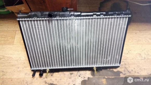для Nissan Almera Classic B10 радиатор охлаждения б/у номер 2140095F0C, 2140095F0E, 2140095F0G, 2241031740