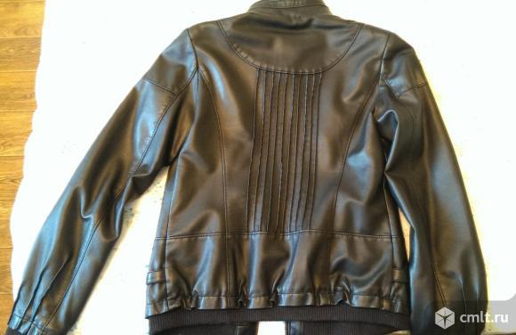 Кожаная куртка. Экокожа. Размер М  Длина куртки 57 см Длина рукава 62 см. Фото 2.