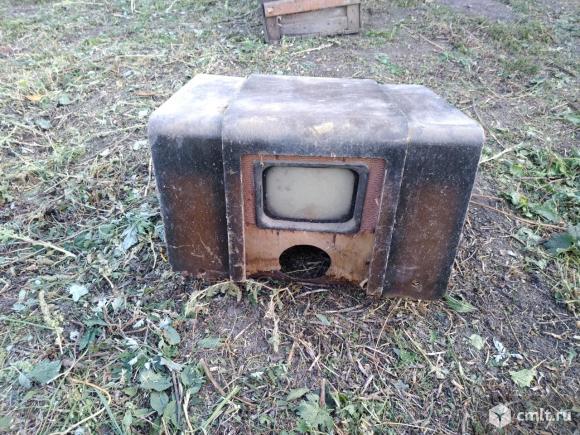 Очень старый ламповый раритетный телевизор. Фото 1.